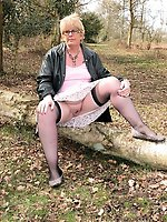 Older cougar getting pleasured on cam