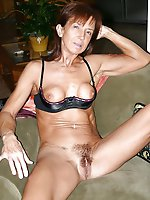Juicy experienced mom posing nude on picture