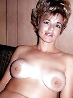 Hot mature mama getting naked on pictures