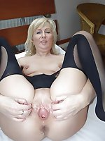 Astonishing older cougar posing fully undressed on pictures