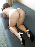 Alluring mature mama in her solo play