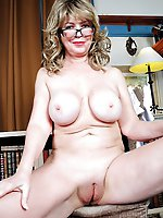 Hottest gilf giving blowjob