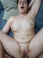 Explosive experienced mama get naked for you