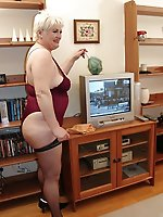 Sensual mature granny get naked for you