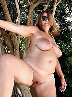 American mature moms getting undressed on pictures