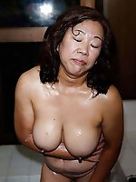 Mature lady exposing her sexy lines