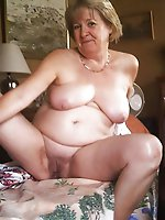 Outstanding mature bitch with shaved slit