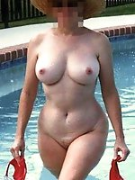 Lustful older momma posing totally naked on camera
