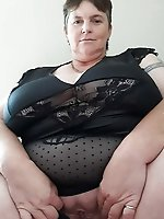 German mature MILFs in their solo play